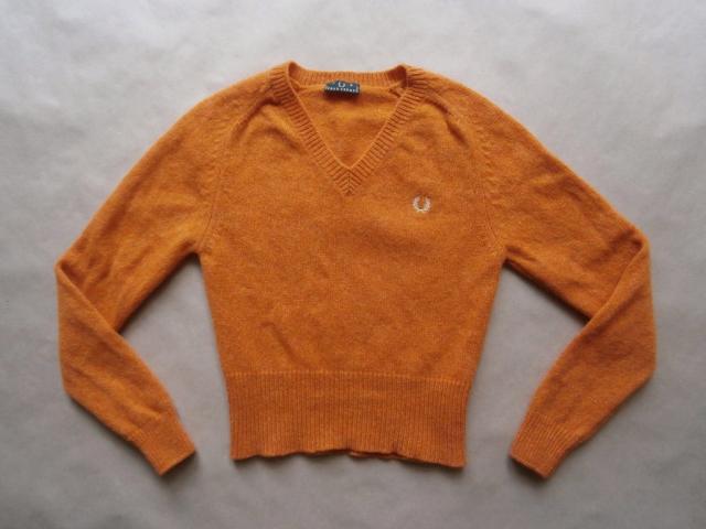 S . Fred Perry . oranžový svetr
