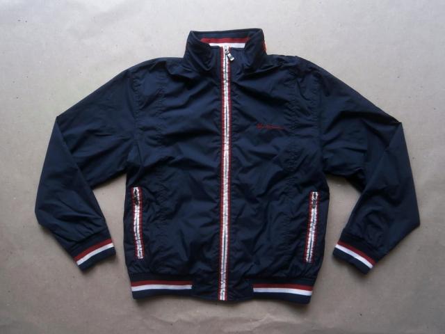 S . Ben Sherman . tmavě modrá bunda s bílo-červenými proužky