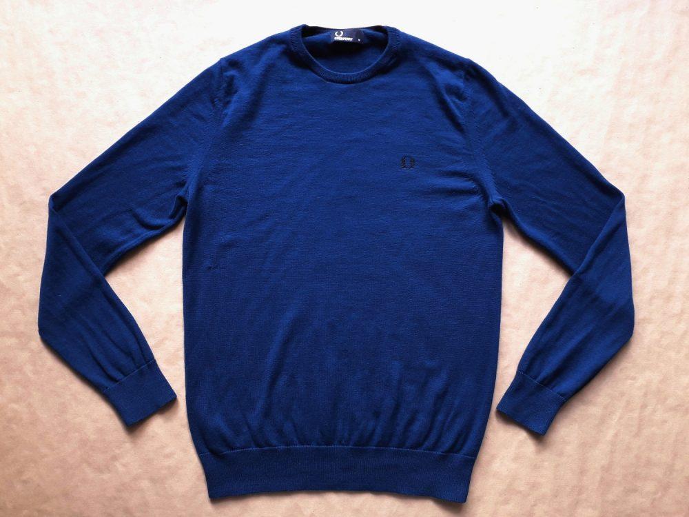 L . Fred Perry . modrý svetr
