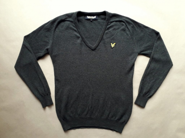 L . Lyle & Scott . khaki svetr se zlatým orlem