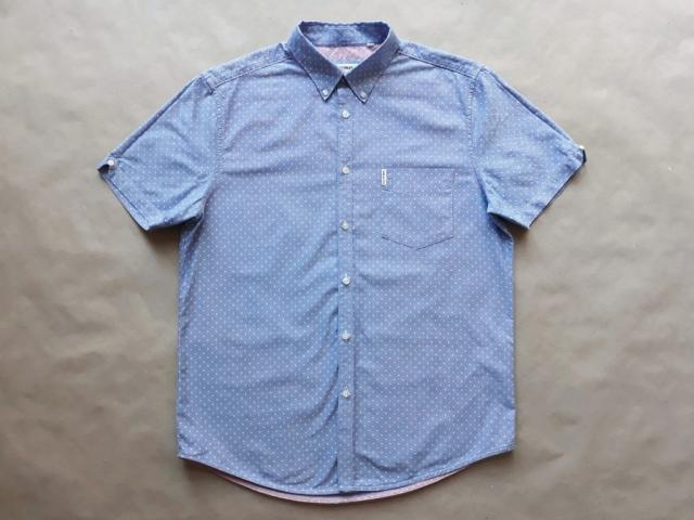 L . Ben Sherman . světle modrá košile s bílými puntíky