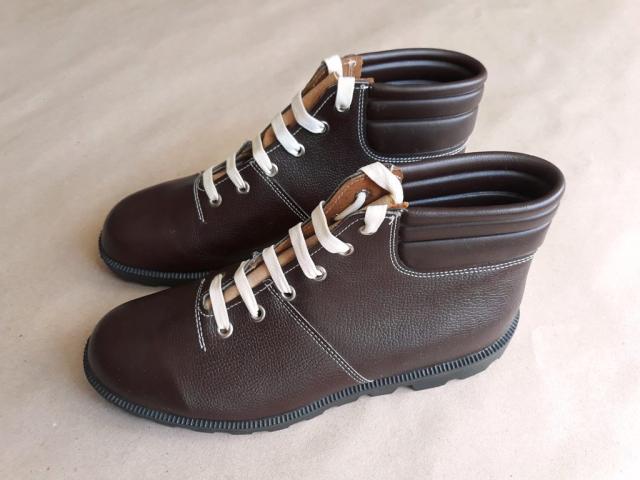 42 . Obnova Liberec . vintage československé monkey boots