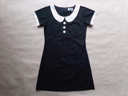 38 . Madcap . černé šaty s bílými detaily