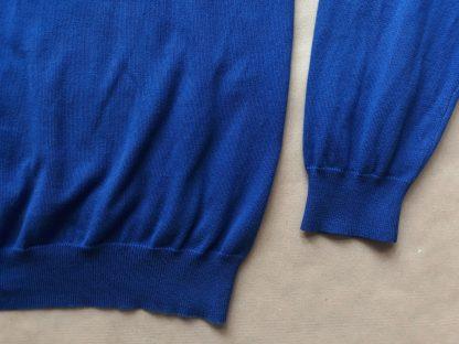 XXL . Lyle & Scott . modrý svetr se zeleným orlem