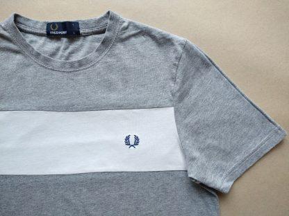 Pánské XS / dámské M . Fred Perry . šedé tričko s bílým pruhem