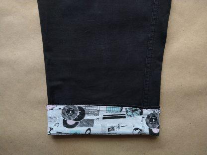 38 . Fred Perry . černé kratší kalhoty s barevnou podšívkou