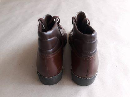 38 . Závody 29. augusta Partizánske . vintage československé monkey boots