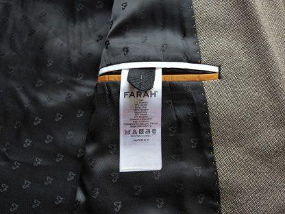 L . Farah . světle hnědé sako
