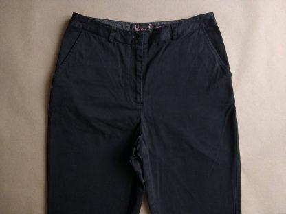 38 . Fred Perry . černé kalhoty Amy Winehouse