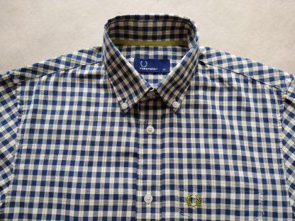 XS . Fred Perry . bílo-žluto-tmavě modrá kostkovaná košile