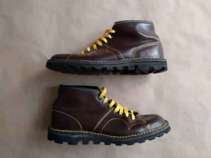 41 . hnědé Monkey Boots